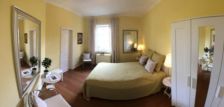 Gästezimmer 3, Bed & Kitchen Goldene Krone Thurnau