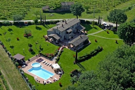 Beautiful villa for 8 pax with hydromassage pool - Castroncello - Huvila