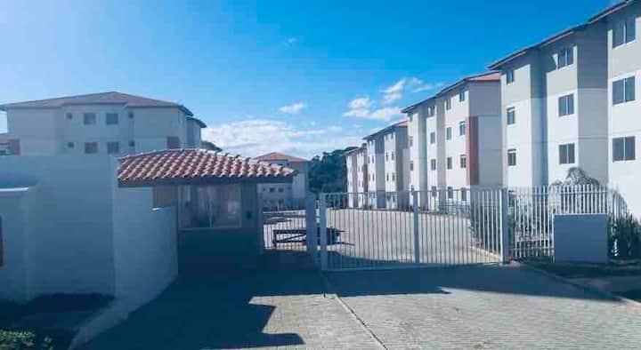 Apartamento com 2 quartos mobiliado.