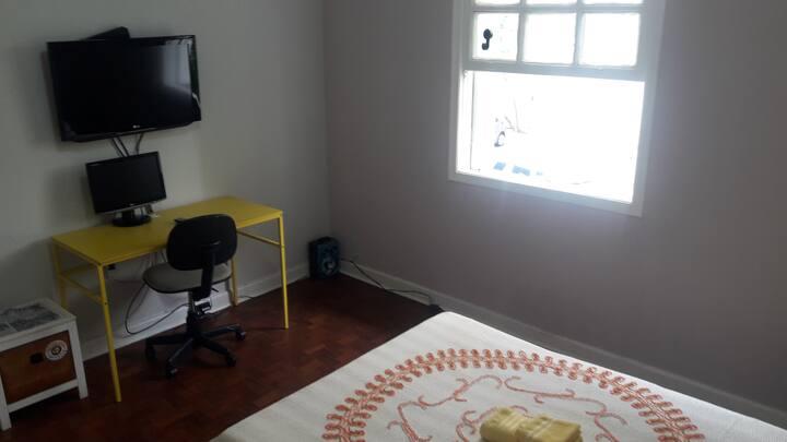 Casa com quarto grande no bairro do Ipiranga!