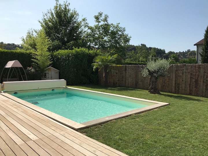 Maison calme Lyon: jardin Piscine 4/12 pers
