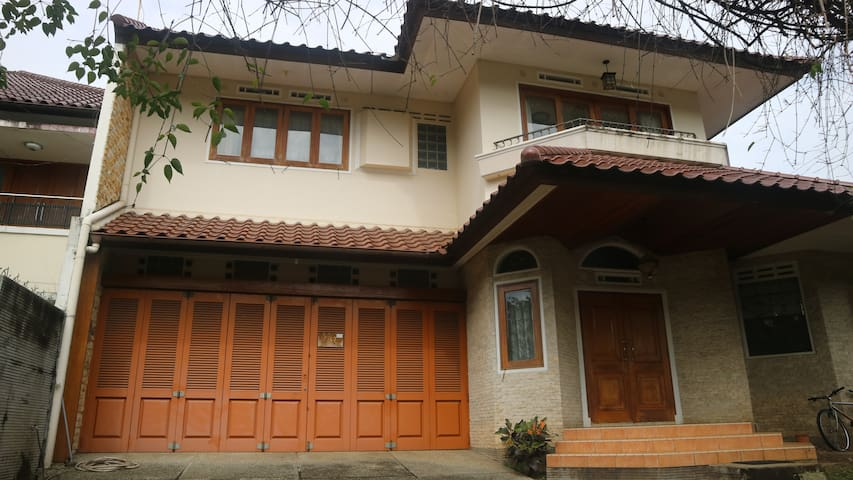 Dago Asri House, 500m2, very good location.
