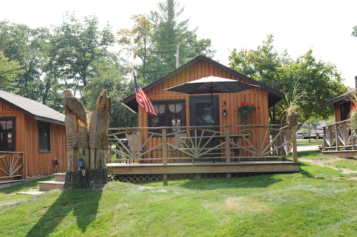 Clear Lake Resort - Cozy Lake Front Cabin!