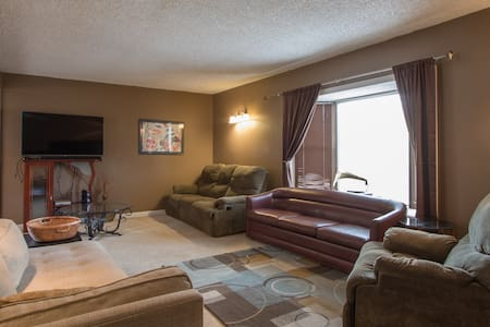 Cozy Estes Park home, walking distance to Downtown - エスティーズパーク