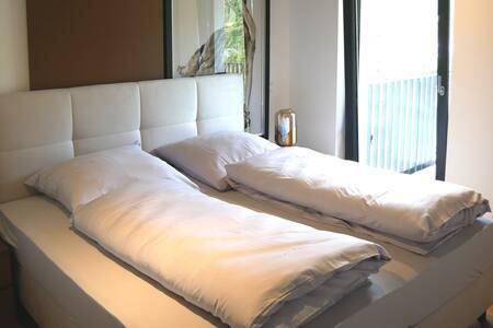 Schlafzimmer 02