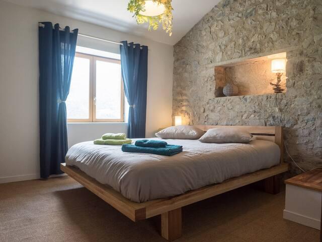 Les Voûtes de Vercoiran, authentic provencal house