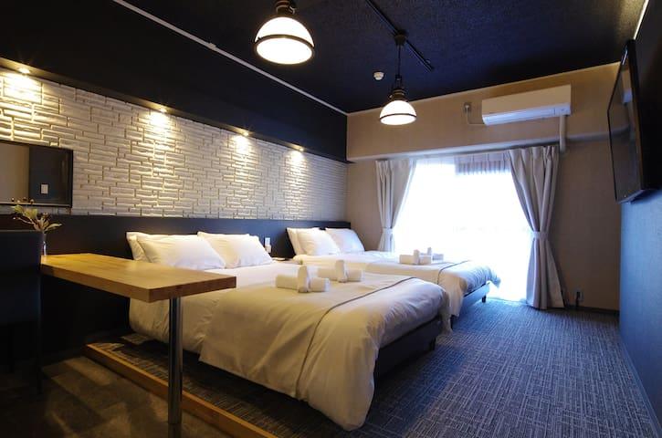 步行2分鐘到新大阪站 可提早擺放行李 酒店貴賓客房和風設計 4人房