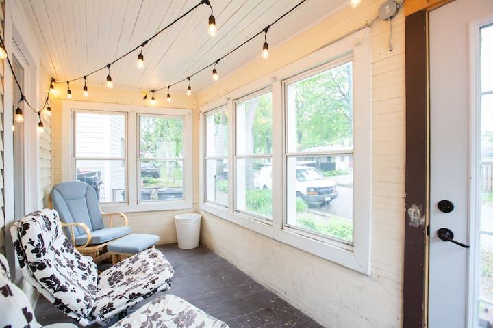 Private/3bed/1bath/Apartment/NE Mpls Arts District