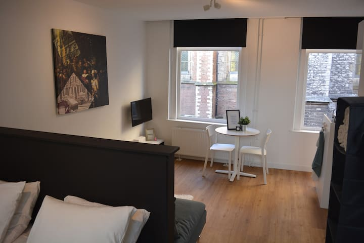 Modern studio apartment in historical city centre - Leiden - Apartamento