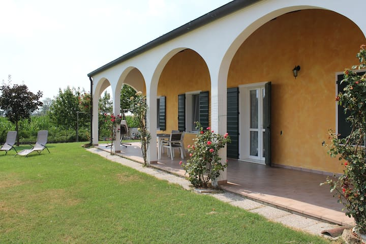 House 57 sqm with garden, patio, private parking