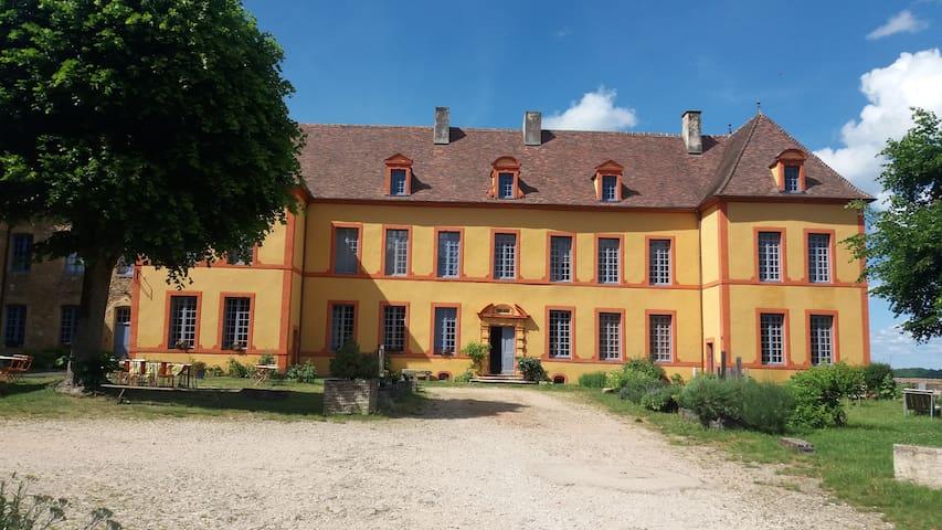 Gîte Château Sainte Colombe / 24 pers.
