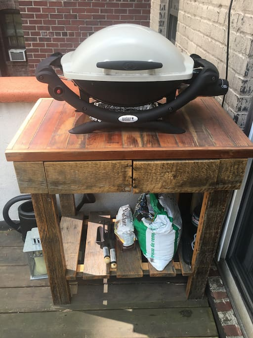 Grill for your pleasure (located on bottom deck)