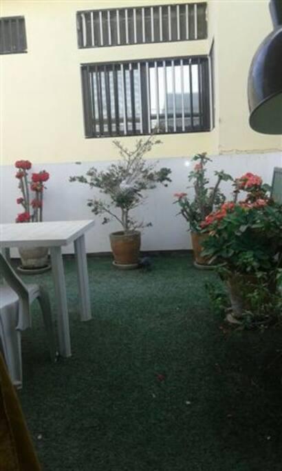 Magnifique jardin/Terrasse suspendu au 1er étage