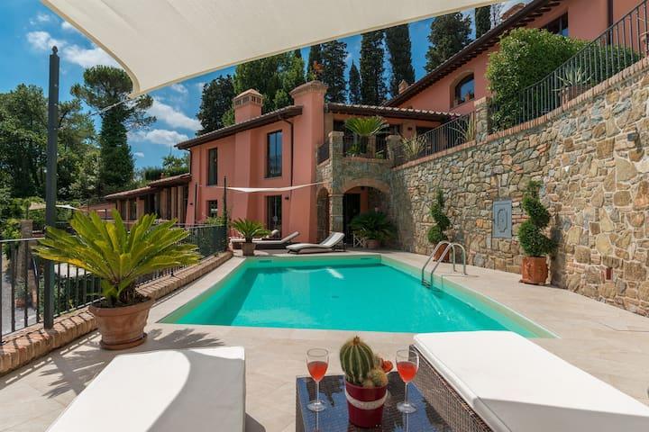 Villa Le Panteraie - situata tra Firenze e  Pisa