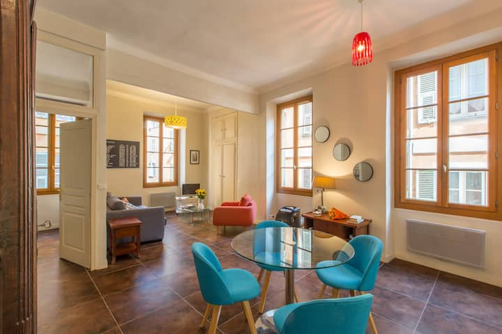 Beautiful apartment at the gates of the old town !