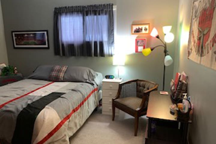 Buckeye room with Queen bed