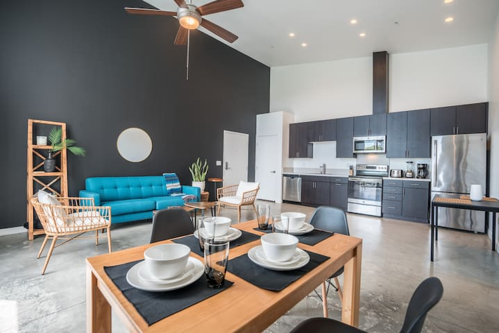 Modern 2BR Loft + Balcony | Near ALL attractions