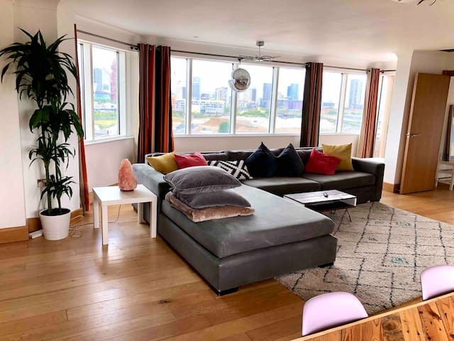 1300 sq ft 2 bedroom Penthouse Apartment