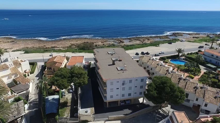 El Cisne Javea - Newly refurbished first line apartment with direct sea views from balcony and 4 minute walk to Arenal