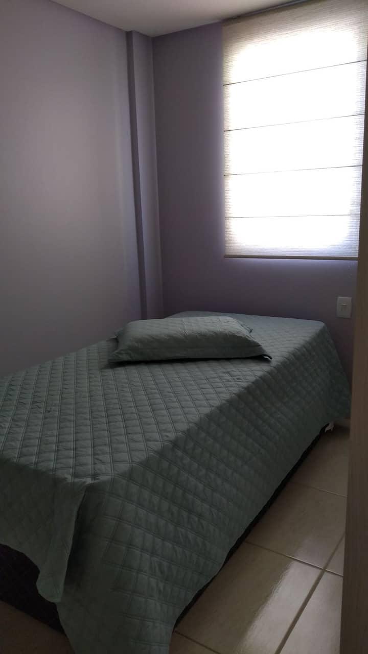 Quarto confortável em ap. duplex (Px UFSC)