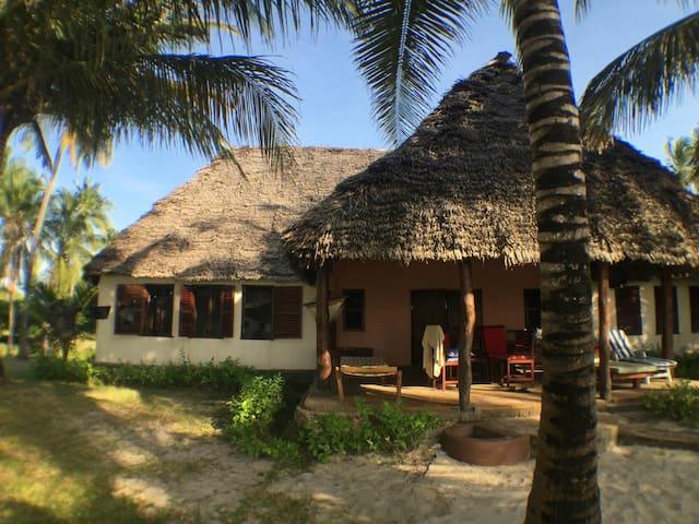 Embedodo Private Bedroom for Two, Ushongo beach