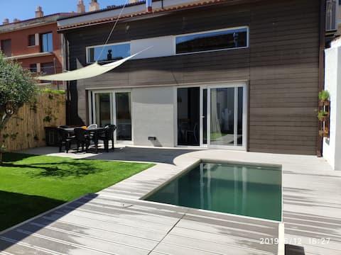 Casa con piscina i jardin. El Cactus.