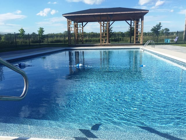 Beautiful Private fully furnished apartment. - Terrebonne - Apartment