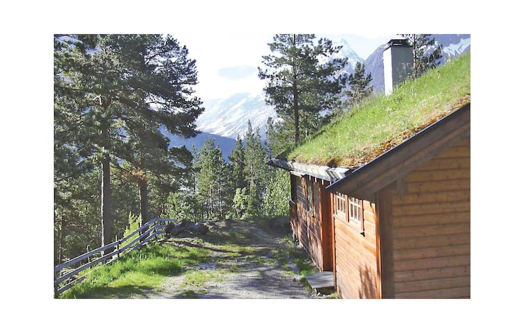 Holiday cottage with 2 bedrooms on 70 m² in Hjelledalen