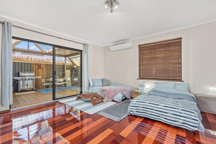 4th Bedroom - 2 sofa beds