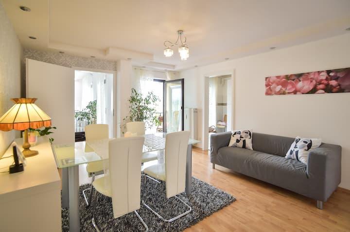 Luxus: Groß, Boxspringbett, 2 Bäder, Balkon+Garage