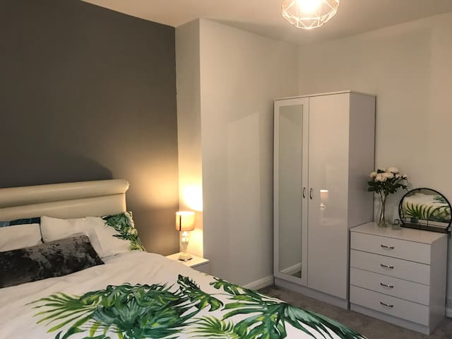 Perfectly situated double room in Farnborough