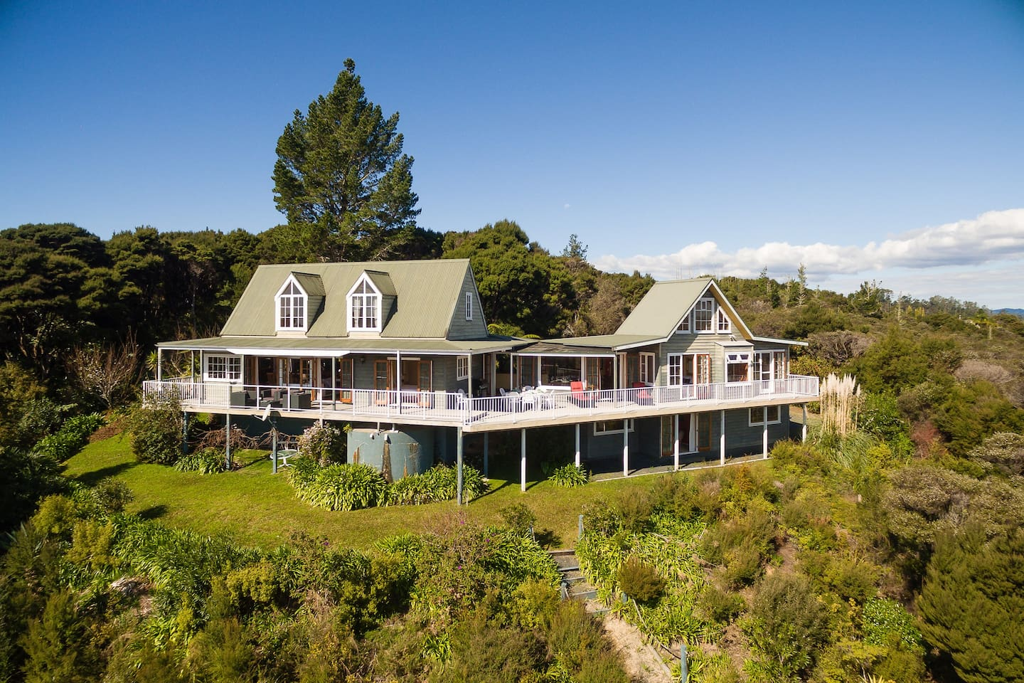 Veronica House - Russell Holiday Home