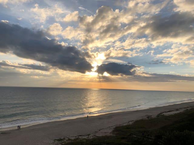 Sunbeach Club - Just Steps from the Beach...