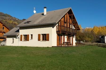Chalet ensoleillée, vue sur les montagnes à 360° - Saint-Jean-Saint-Nicolas - House
