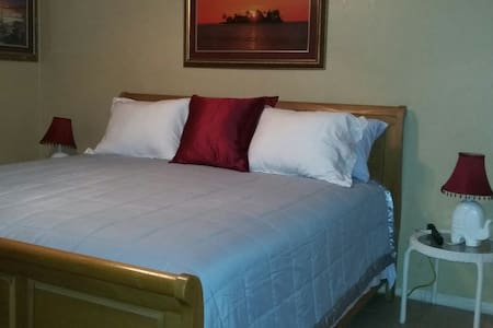 Super Comfortable  bedroom. 30 day rentals only