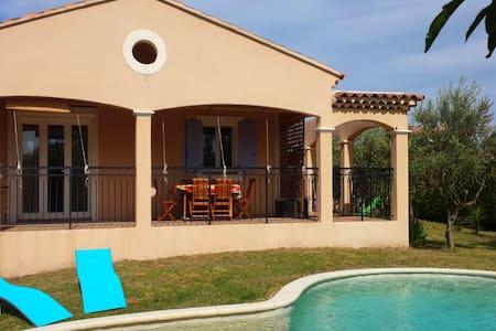 Calme villa proche d'Avignon - Althen-des-Paluds - Hus