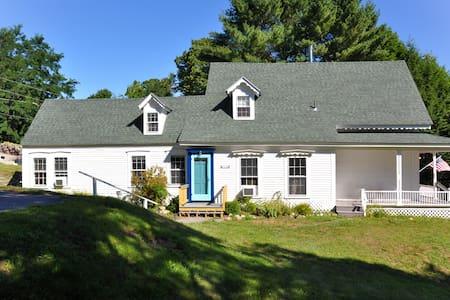 Lake View Family Home - Center Harbor - House