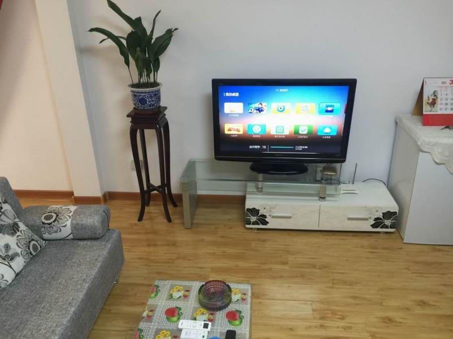客厅一角,WIFI电视机