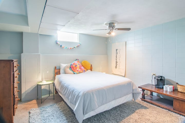 clean family friendly space: 12 min to downtown