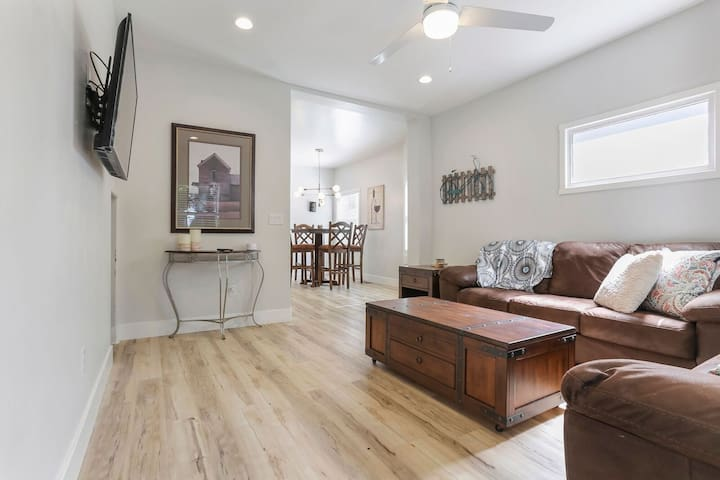 Gorgeous 2b/2b Midtown Home Near Convention Center