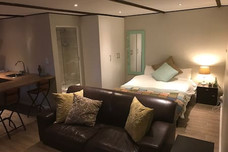 Self-Catering Flatlet in Edgemead Cape Town - Кейптаун