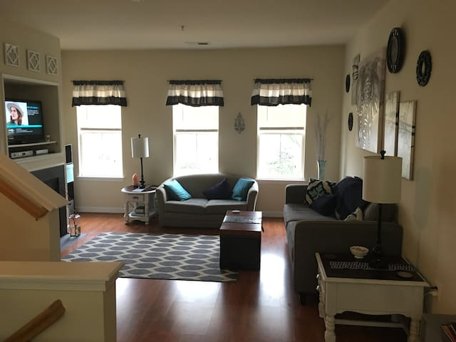 Private Room + Bathroom - Brambleton -Close to IAD - Brambleton