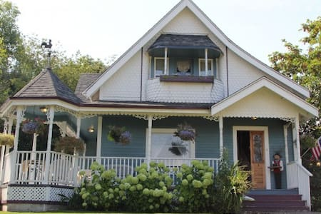 Tayberry Cottage Bed and Breakfast - Puyallup