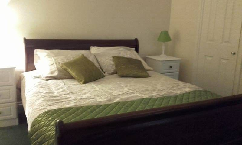 Deluxe King Sleigh Bed   Self-catering Period Home - County Down - Casa