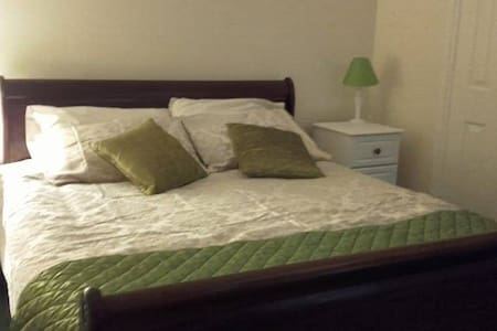 Deluxe King Sleigh Bed | Self-catering Period Home - County Down - Дом
