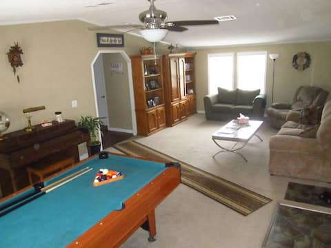 BEST VALUE--NO CLEANING FEE; 2 bed+; Rave reviews!