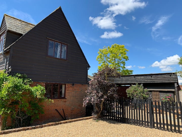 Stylish holiday cottage in Higham Suffolk sleeps 4