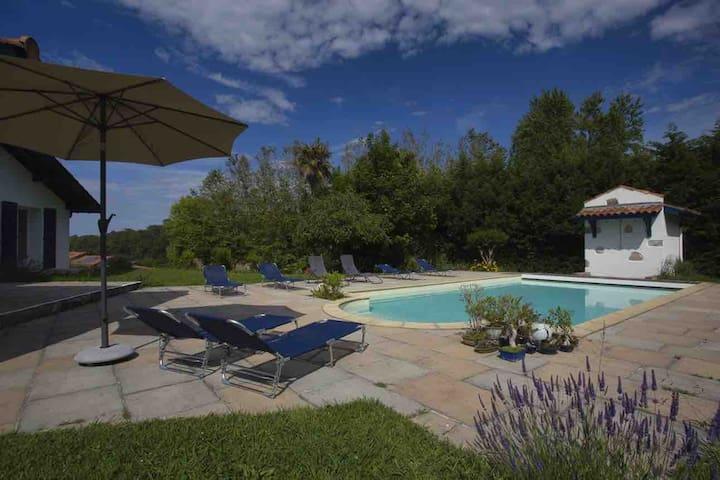 Grande et superbe villa de standing type hacienda