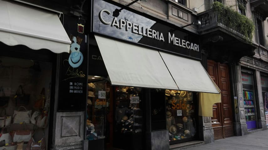 Next to the apt: the famous Melegari hat shop, since 1914 / A due passi: la storica Cappelleria Melegari, dal 1914
