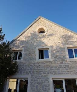 Maison agréable, proche de Dole - Monnières - Haus